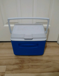 Rubbermaid Personal Cooler