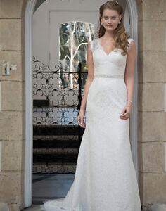 New Ivory & Lace Venus Wedding Gown