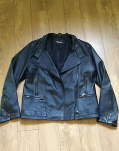 Veste style moto en cuir femme