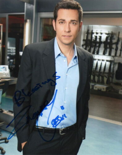 ZACHARY LEVI.. Handsome Hunk (Chuck) SIGNED