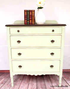 Beautiful farmhouse style antique 4 drawer dresser