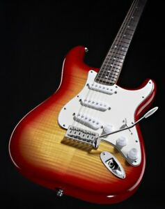 Squier Strat in Cherry Sunburst