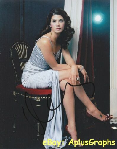 MARISA TOMEI.. Leggy and Lovely - SIGNED