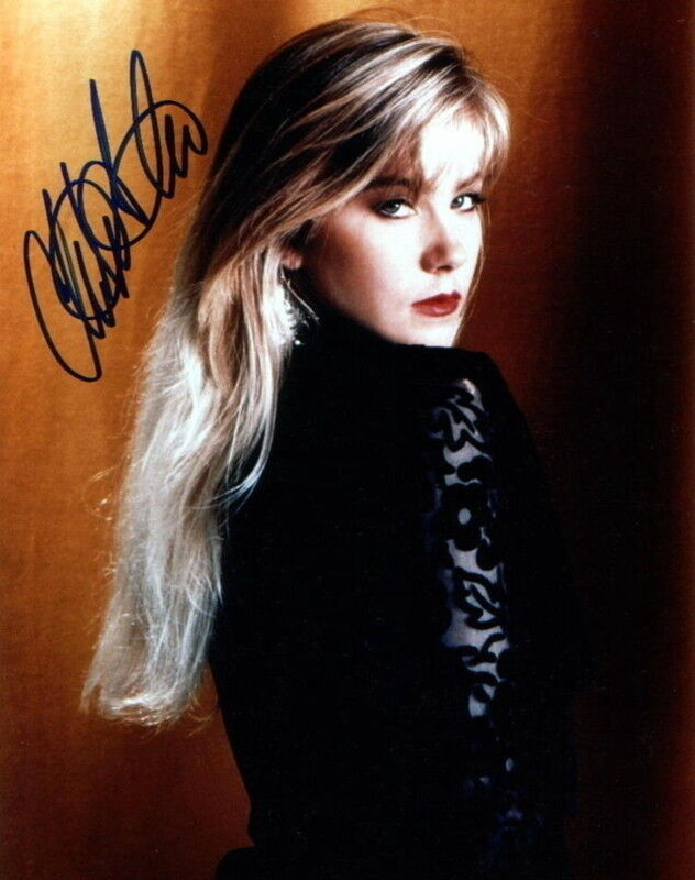 CHRISTINA APPLEGATE.. Married With Children's Kelly Bundy - SIGNED