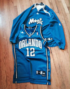 MAILLOT BRODÉ ORLANDO MAGIC taille M + Sweat-shirt EQUIPE