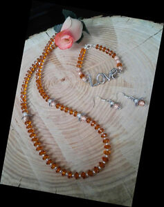 Looking for a nice Valentines gift? Pretty crafted necklace set!