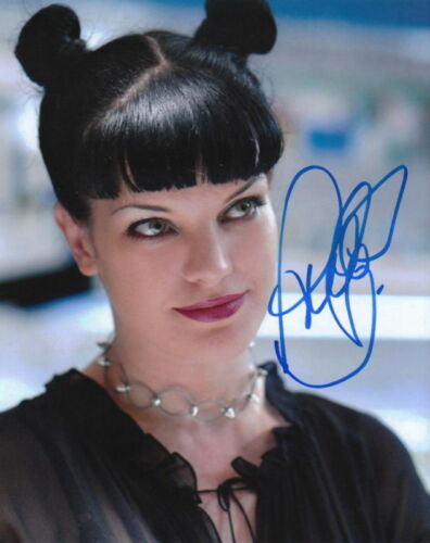 PAULEY PERRETTE.. NCIS' Abby Sciuto - SIGNED