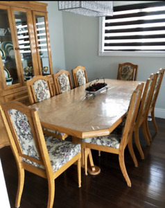 SOLID OAK DINING TABLE SET WITH BUFFET HUTCH