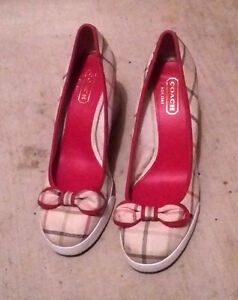 COACH ROUND TOE WEDGE HEAL PUMPS SIZE 8.5