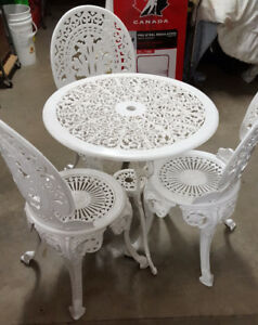 VICTORIAN WHITE CAST IRON TABLE AND CHAIRS