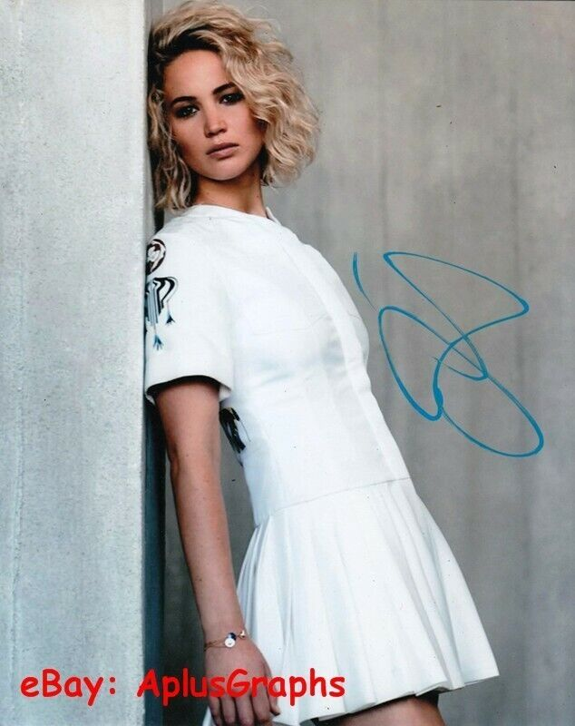 JENNIFER LAWRENCE.. Alluring Actress - SIGNED