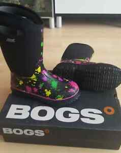 NEW Bogs Classic Youth Girl's School Winter Boots - 5 size