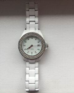**WHITE LADIES METAL STRAPPED QUARTZ WATCH FOR SALE**