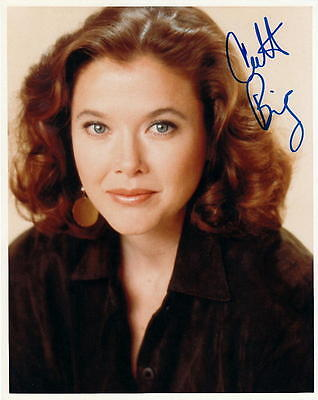 Annette Bening   Alluring Actress   Signed