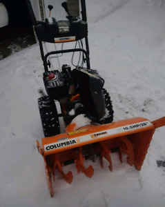 """Soufleuse Columbia 10.5 HP /28"""" comme neuf"""