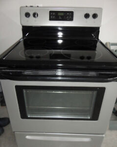 Frigidaire Glass Self cleaning Stove Brand New