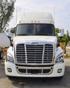 2015 cascadia Hood and head lights with mirror