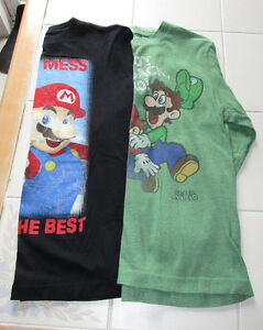 "2x Boys ""Super Mario Bros"" long sleeve shirts in size 10/12"