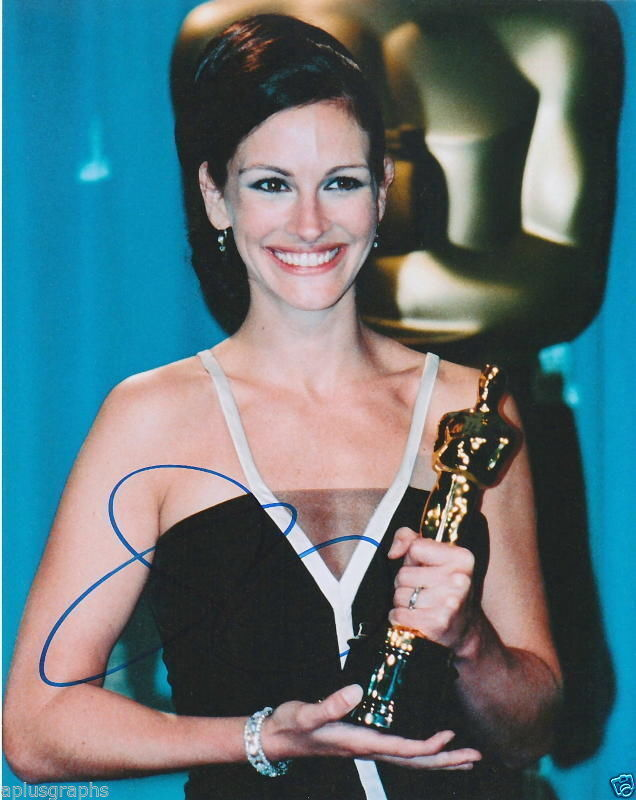 JULIA ROBERTS.. with Her Academy Award - SIGNED