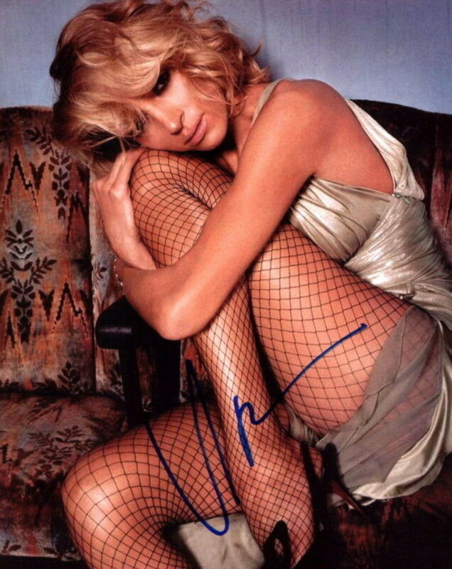 UMA THURMAN.. Sexy In Fishnet Stockings - SIGNED