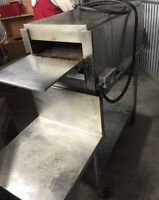LARGE TOASTER CONVEYOR OVEN WITH TABLE