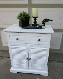 PIER 1 WHITE PLANTATION STYLE CABINET - VERY GOOD COND.