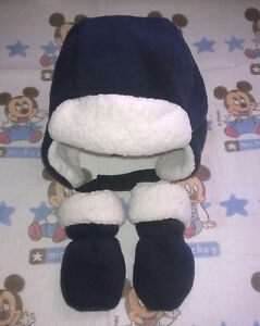 Baby winter hat and mits, size 0-3 months.