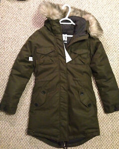 ARITZIA WINTER COAT - never worn, tags on, perfect condition Kingston Kingston Area image 7