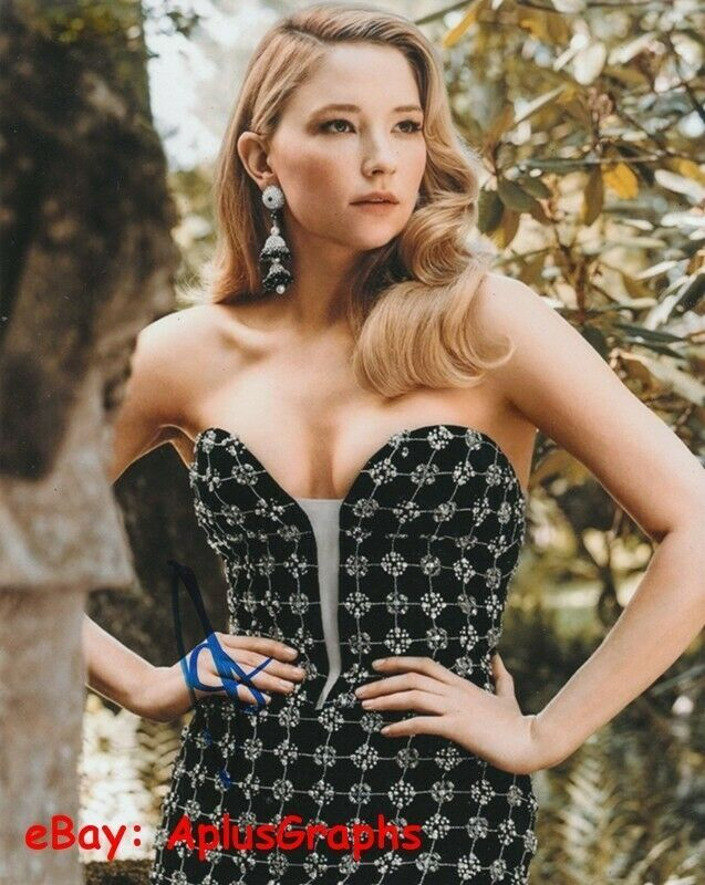 HALEY BENNETT.. Breathtaking Beauty - SIGNED