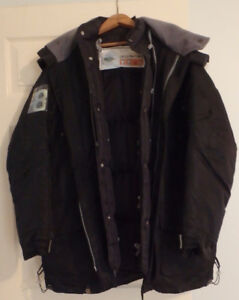 AKADEMIKS - BLACK MENS WINTER COAT. XL.