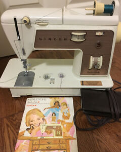 SINGER SEWING MACHINE OLDER STYLE WORKS GREAT USED