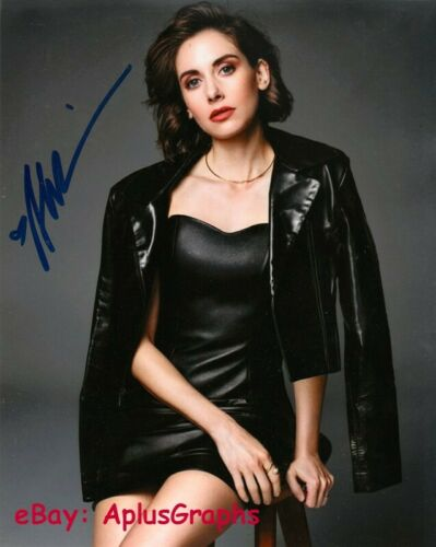 ALISON BRIE.. Alluring Actress - SIGNED