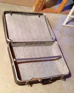 Suitcase, Very Large, Clean, and Versatile, with Key Sarnia Sarnia Area image 2