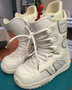WOMEN'S BURTON COCO SNOWBOARD BOOTS  (SIZE 10, MINT) - $80 FIRM Peterborough Peterborough Area image 2