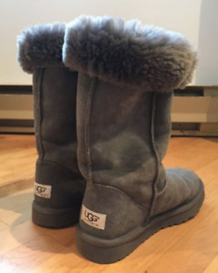 UGG BOTTES CLASSIC TALL FEMME size 7 US