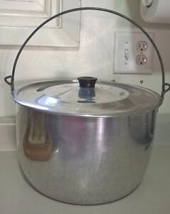 Vintage Wear-Ever Aluminum Pot With Handle