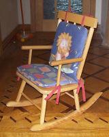 chaise berçante pour petit enfant