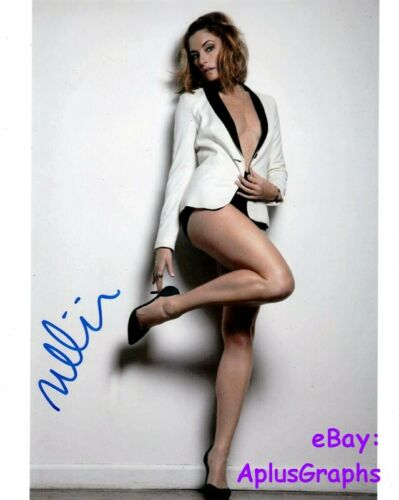 MADCHEN AMICK.. Leggy and Lovely (Riverdale) SIGNED