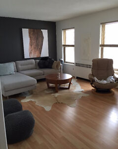 3 bedroom ~ Downtown Condo~ Amazing Views of the River!