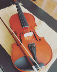 Fiddle, comes with case