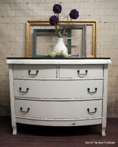 Antique curved front chest of drawers/dresser