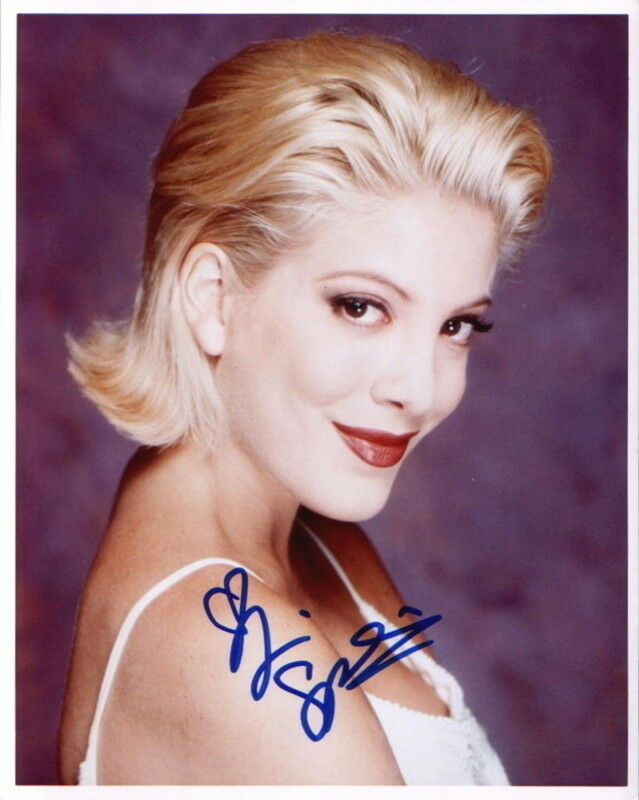 TORI SPELLING.. Beverly Hills 90210's Donna Martin - SIGNED