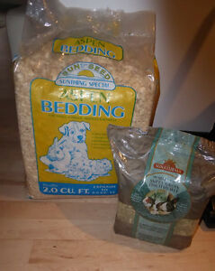 Pet bedding, Timothy hay $ 8, bottles, bowls $ 5 Kitchener / Waterloo Kitchener Area image 1