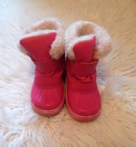 "Hot pink girl's ""Cougar"" snow boots! (Size 11)"