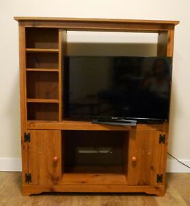 Real Nice Wood Entertainment Unit/TV/Video Stand
