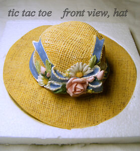 "TIC TAC TOE game in a molded ""straw hat"", new, original box"