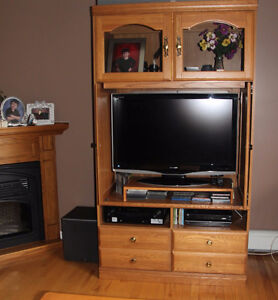 OAK ENTERTAINMENT CENTER WITH TELEVISION
