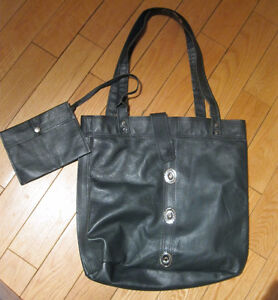 BRAND NEW LARGE LEATHER PURSE/BAG