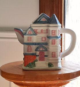 Papel Freelance teapot-Victoria Commons by Cranberry Square London Ontario image 1