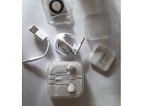 Apple iPod shuffle with extra headphones